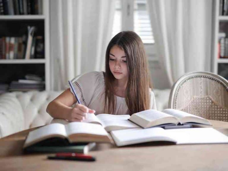 How to Be a Hardworking Student [20 Tips]